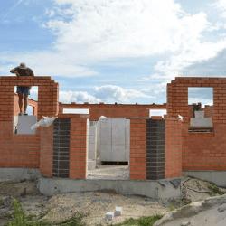 Строительство двухэтажного дома с навесом и эркером 172 м2
