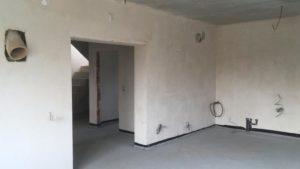 гипсовая штукатурка стен дома с плоской крышей
